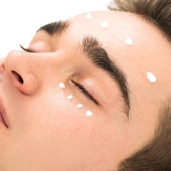 Ritual especialmente adecuado para las líneas de expresión alrededor de los ojos que hidrata, refresca y calma los ojos cansados, enrojecidos o hinchados.