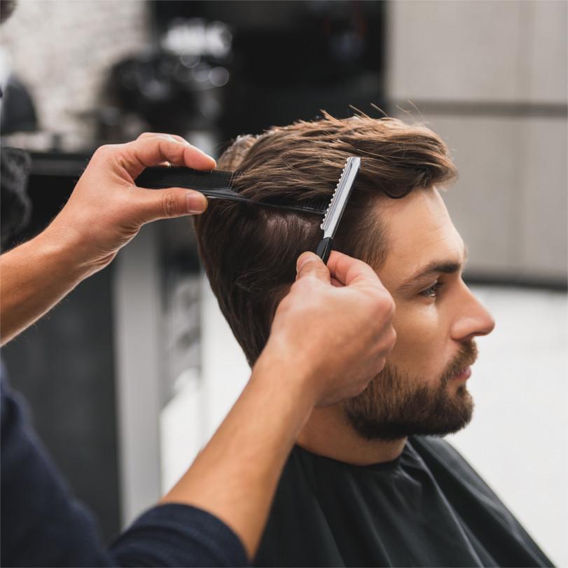 Incluye corte de caballero a máquina y/o tijera, con asesoramiento de imagen, peinado completo y para finalizar una limpieza facial express