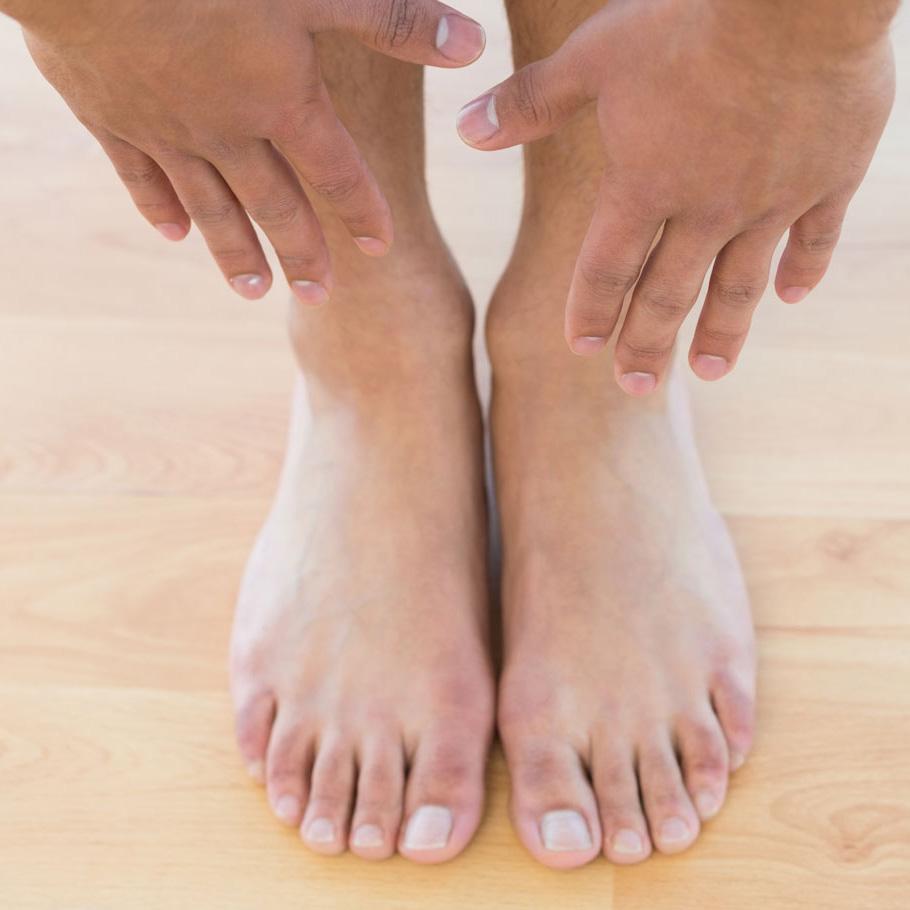 Manicura y Pedicura completa. Incluye limado y pulido de uñas, retirada de cutícula, limado de durezas e hidratación de la piel.