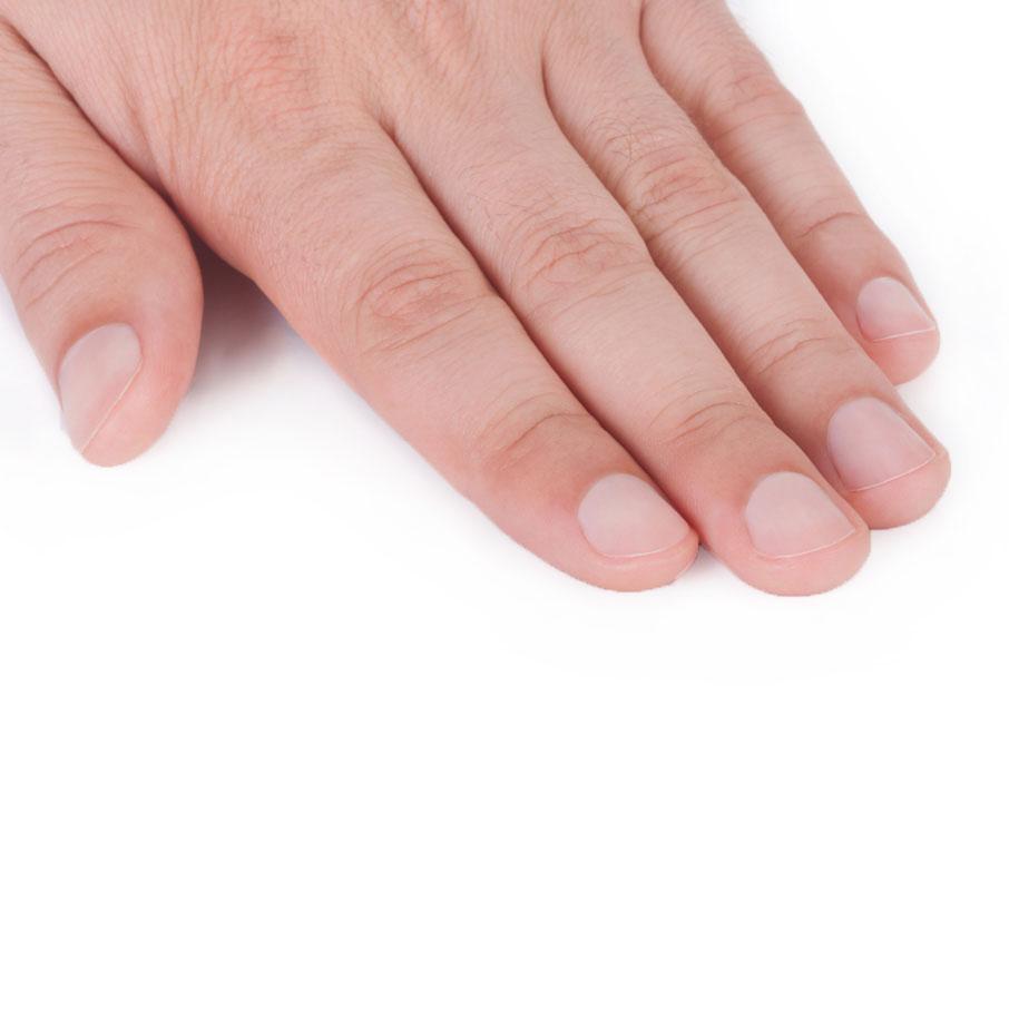 Limado y pulido de uñas, retirada de cutícula, hidratación de cutícula e hidratación de piel hasta la muñeca.