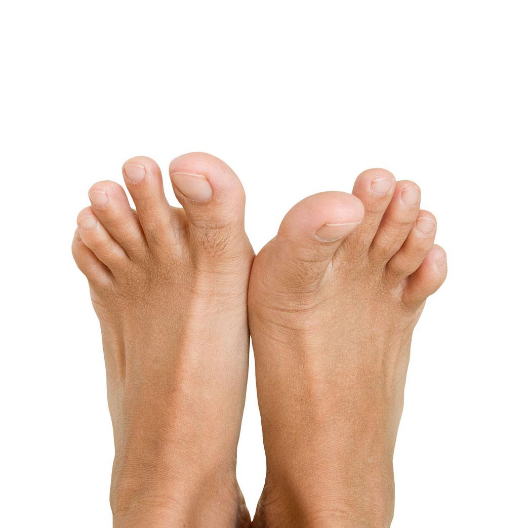 Limado y pulido de uñas, retirada de cutícula, limado de durezas e hidratación de la piel.