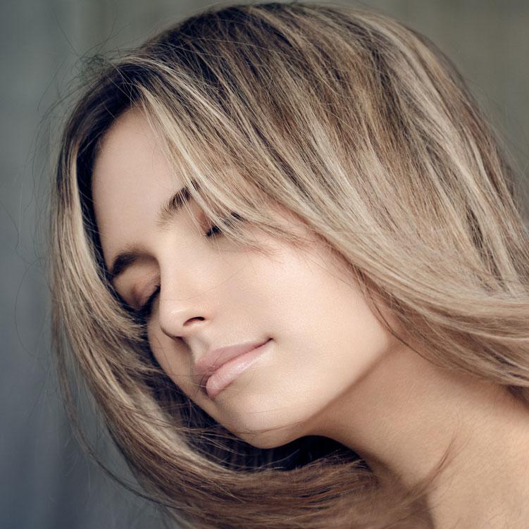 Destaca tu color natural haciéndolo más atractivo con unas mechas de efectos naturales en dos tonos. Incluye lavado y peinado.