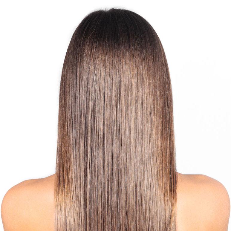 Sistema de coloración que destaca por su larga duración, capacidad total de cobertura y extraordinario brillo y luminosidad. Nuestros profesionales te ayudarán en la elección del mejor color para tu pelo. Incluye lavado y peinado.