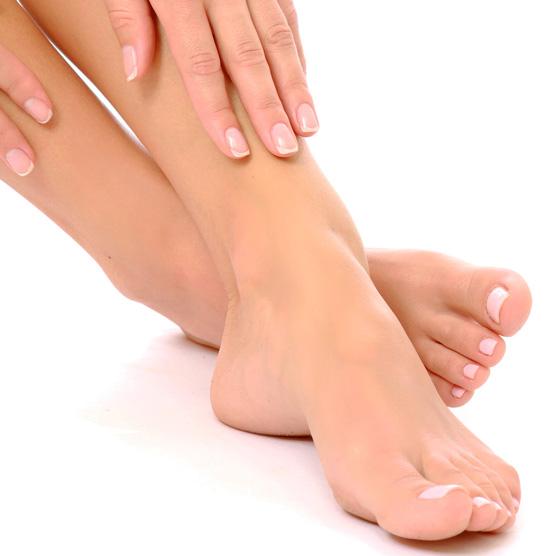 Incluye limado y pulido de uñas, retirada de cutícula, hidratación de la cutícula, limado de durezas, hidratación de pies y manos, y esmaltado permanente