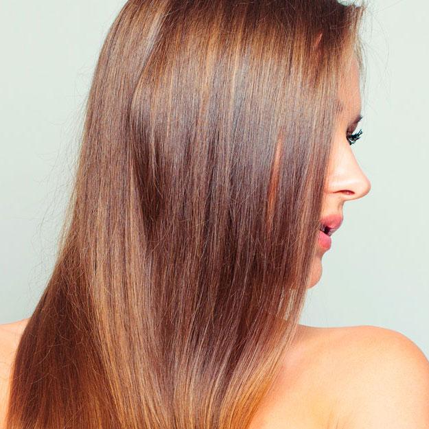 Este tratamiento de brillo devuelve a tu pelo su luminosidad y salud, con la posibilidad de añadir un toque de color. Incluye lavado y peinado.